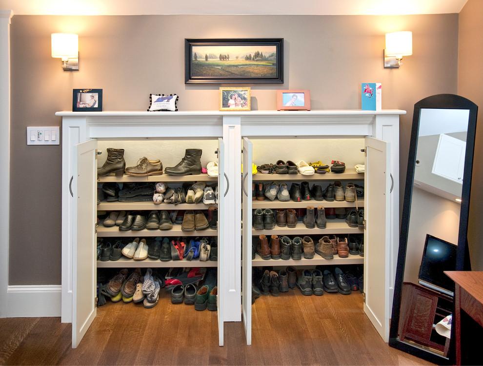 closet-built-in-design-with-stylish-design