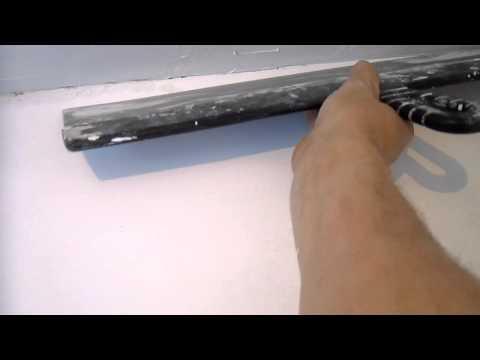 шпатлевание потолка длинным шпателем