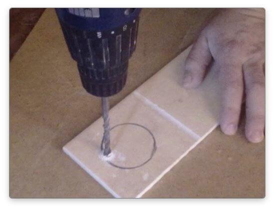 Как просверлить отверстие в керамической плитке