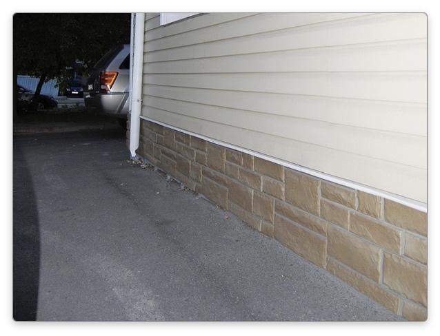 отделать цоколь дома панелями пвх