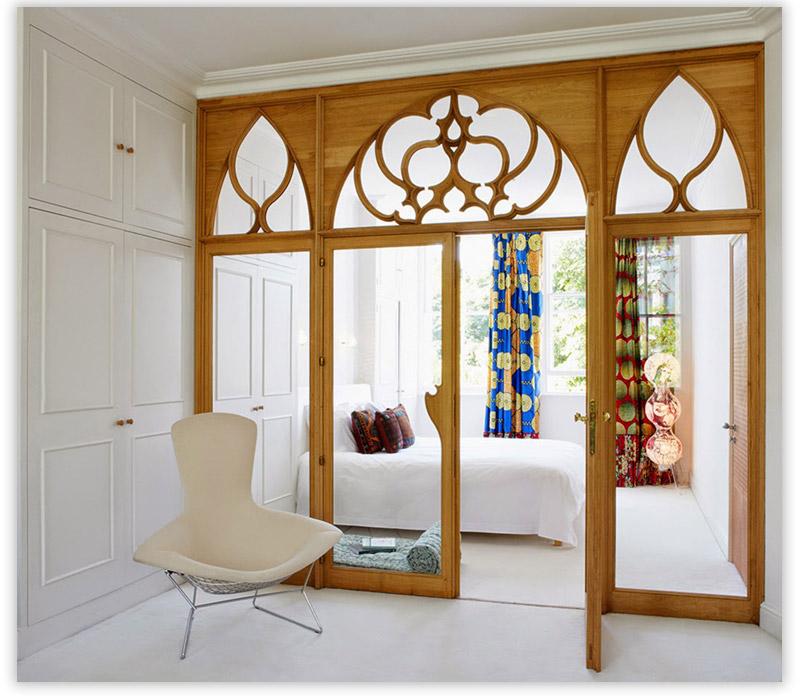 стеклянные двери в деревянной раме