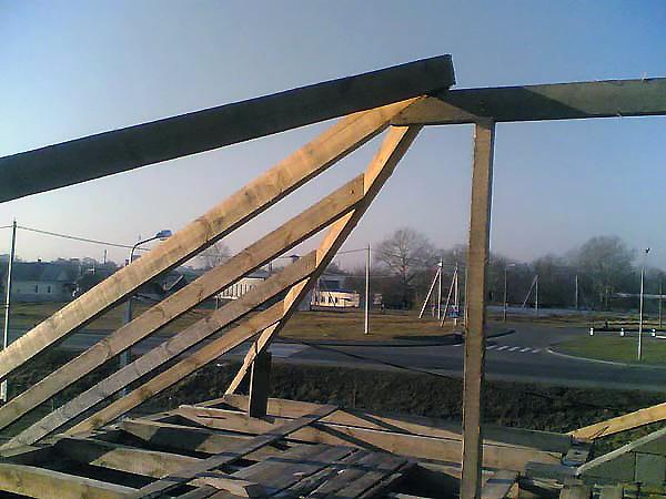 вальмовая крыша устройство опорных стоек