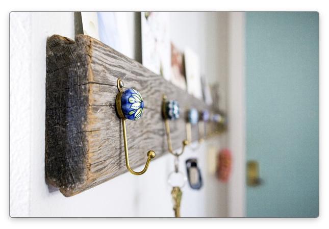 деревянная вешалка в прихожую