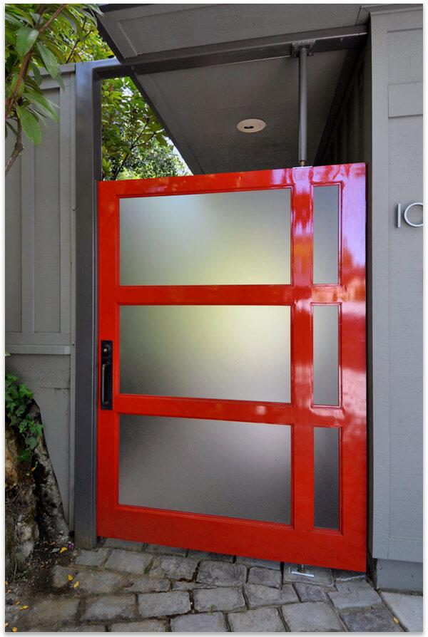 двери входные из стекла