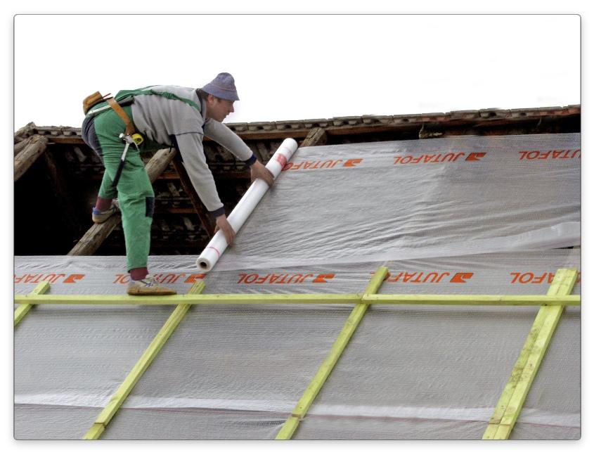 укладка пароизоляции на двускатную крышу