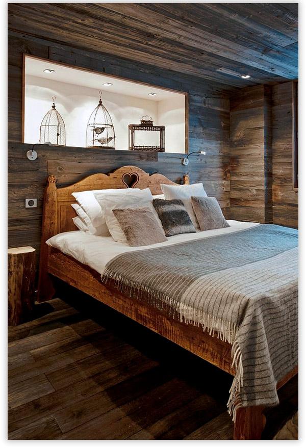Интерьер спальни из состаренного бруса