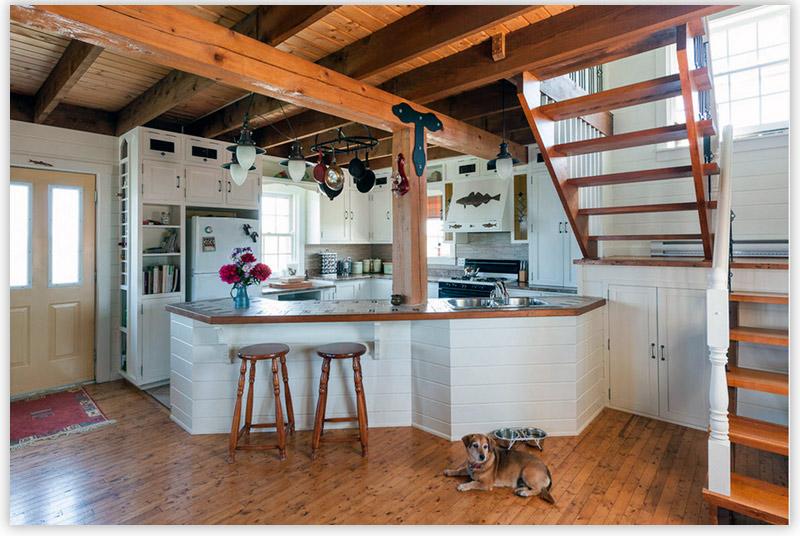 Интерьер деревянного дома внутри