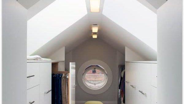 Дизайн гардеробной в мансарде