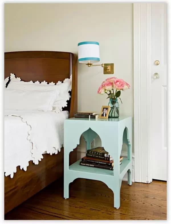 этажерка с декорированной фигурной прорезью
